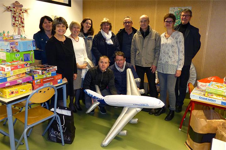 Les CE d'Airbus et de Stelia collectent des jouets pour l'IME
